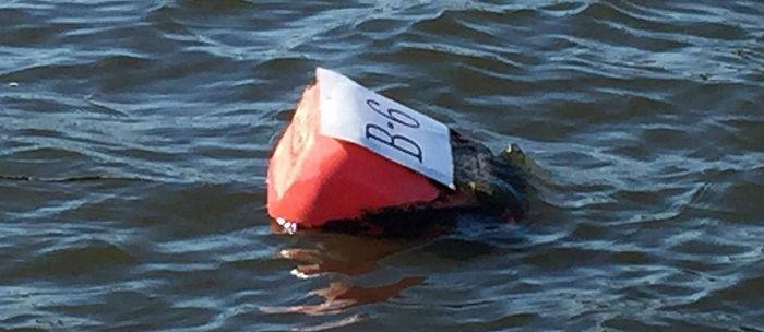 ボートをブイに固定する方法