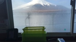 富士を見ながらワカサギ釣り